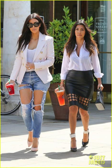 kim-kardashian-wears-jeans-with-giant-rips-in-them-01 (468x700, 91Kb)