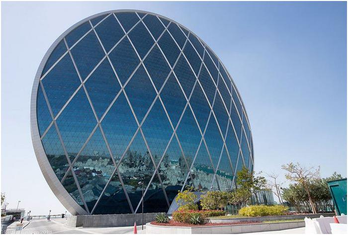 круглый небоскреб Aldar HQ в абу-даби
