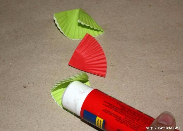 Новогоднее применение бумажных стаканчиков для кексов (2) (620x443, 108Kb)