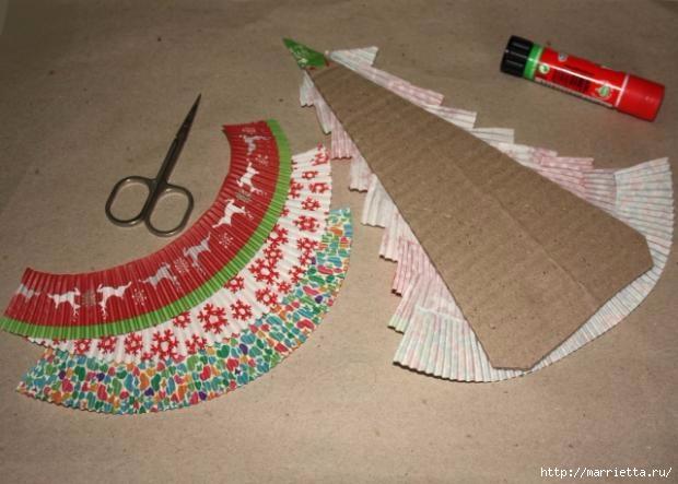 Новогоднее применение бумажных стаканчиков для кексов (14) (620x443, 132Kb)