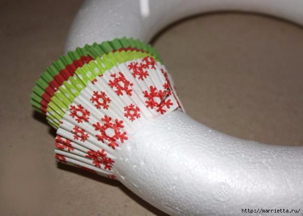 Новогоднее применение бумажных стаканчиков для кексов (23) (620x443, 100Kb)