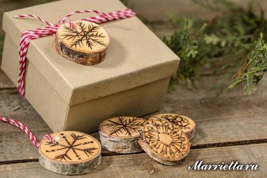 Снежинки из спилов веток. Идея декорирования новогоднего подарка (6) (550x367, 205Kb)