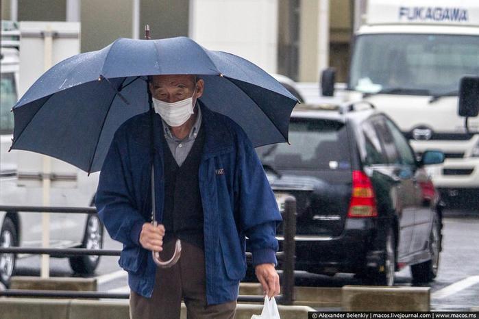 японцы в защитных масках 1 (700x466, 327Kb)
