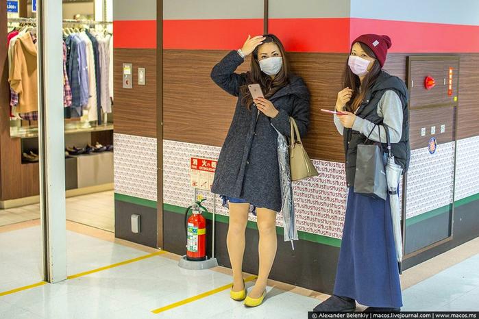 японцы в защитных масках 3 (700x466, 384Kb)