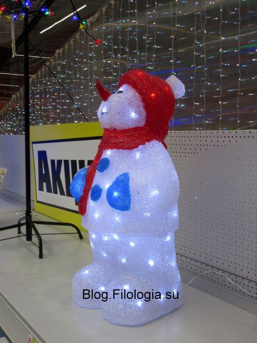 Белый снеговик в магазине OBI (525x700, 61Kb)