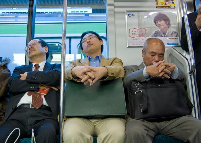 Schlafende_Japaner (700x499, 434Kb)