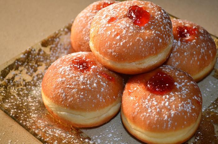 Пончики с джемом вкусные неимоверно!/4059776_Ponchiki__pishechki_s_djemom (700x461, 157Kb)