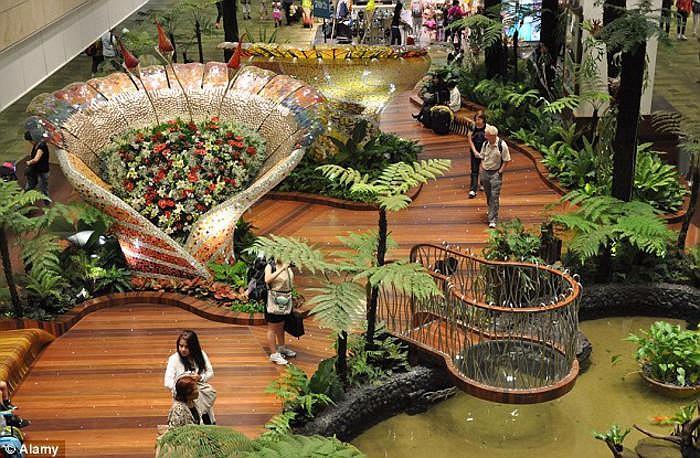 аэропорт чанги сингапур 3 (700x458, 437Kb)