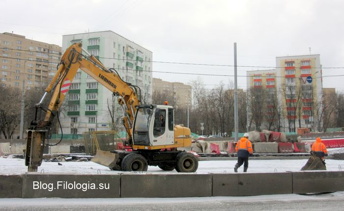 Строительство северо-западной хорды. Строительная техника на улице Алабяна. (700x431, 52Kb)