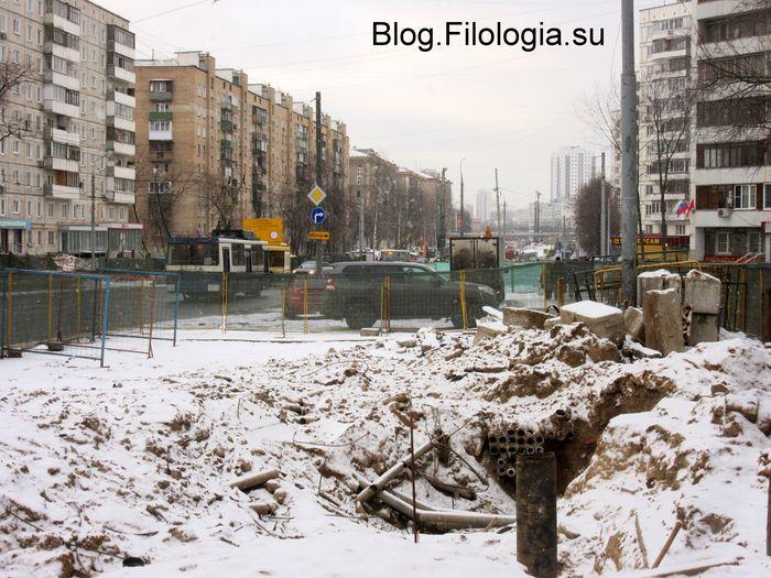 Строительный котлован на улице Народного Ополчения у станции метро Октябрьское поле в Москве  (700x525, 92Kb)