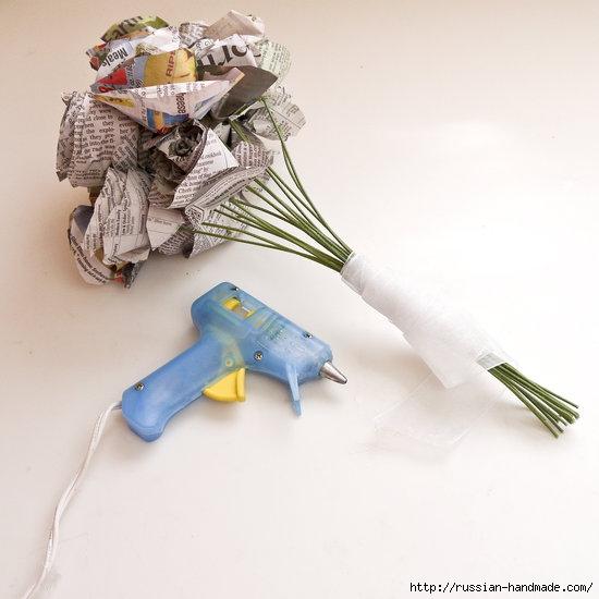 Как из газет сделать букет цветов (10) (550x550, 117Kb)