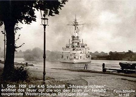 Шлезвиг-Гольштейн открывает огонь по польским позициям в гавани Вестерплатте (448x319, 59Kb)