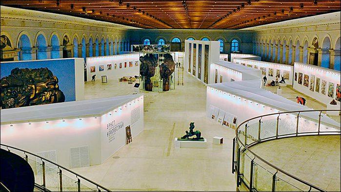 Подготовка выставки в Манеже/3673959_6_1_ (700x393, 78Kb)