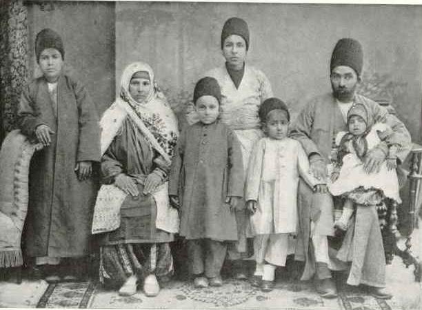 5979811_A_Zoroastrian_Family_Teheran_1910 (612x449, 53Kb)