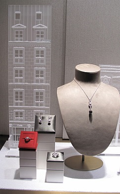 best-window-displays_cartier_2013_christmas_winter-tale_07-743x1200 (242x390, 54Kb)
