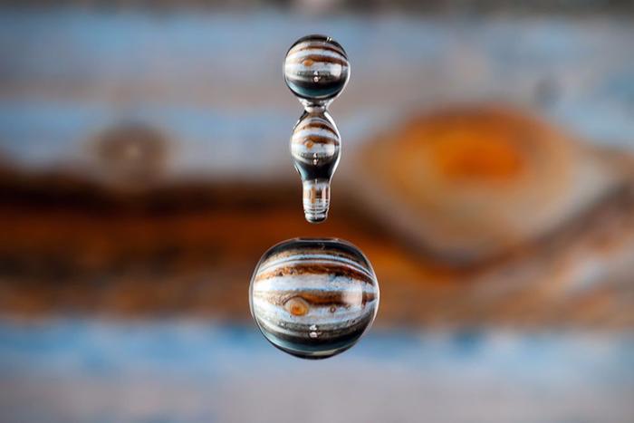 отражения в каплях воды 8 (700x467, 248Kb)