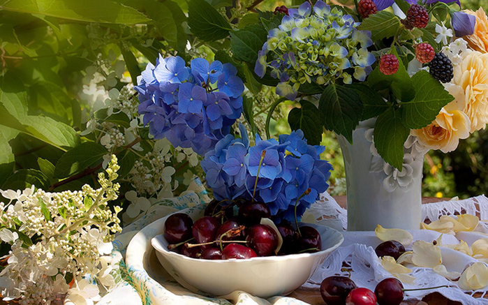 still_life_vase_beautiful_flowers_nature_1920x1200_hd-wallpaper-1690647 (700x437, 451Kb)