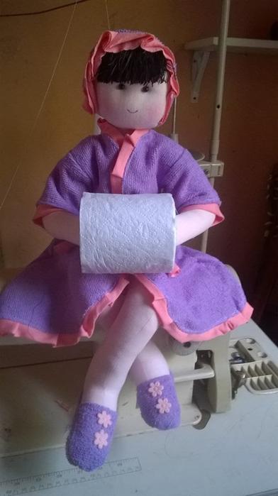Сшить держатель в виде куклы для туалетной бумаги 67