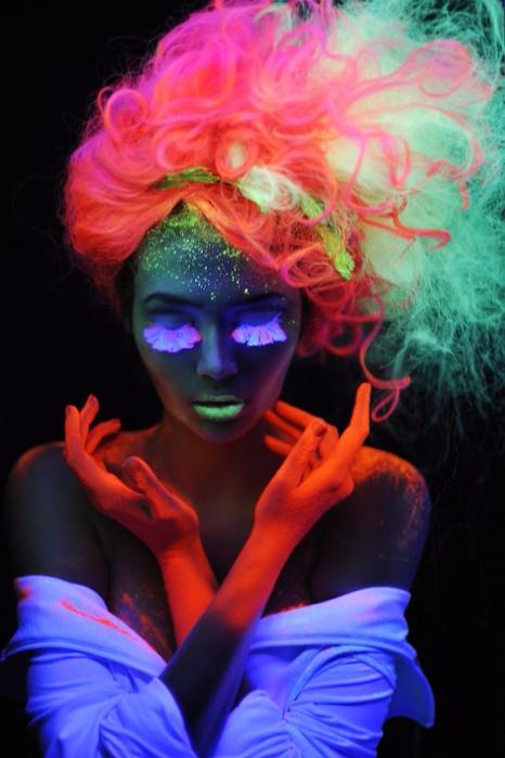 светящаяся в темноте краска для волос MANIC PANIC 1 (466x700, 299Kb)