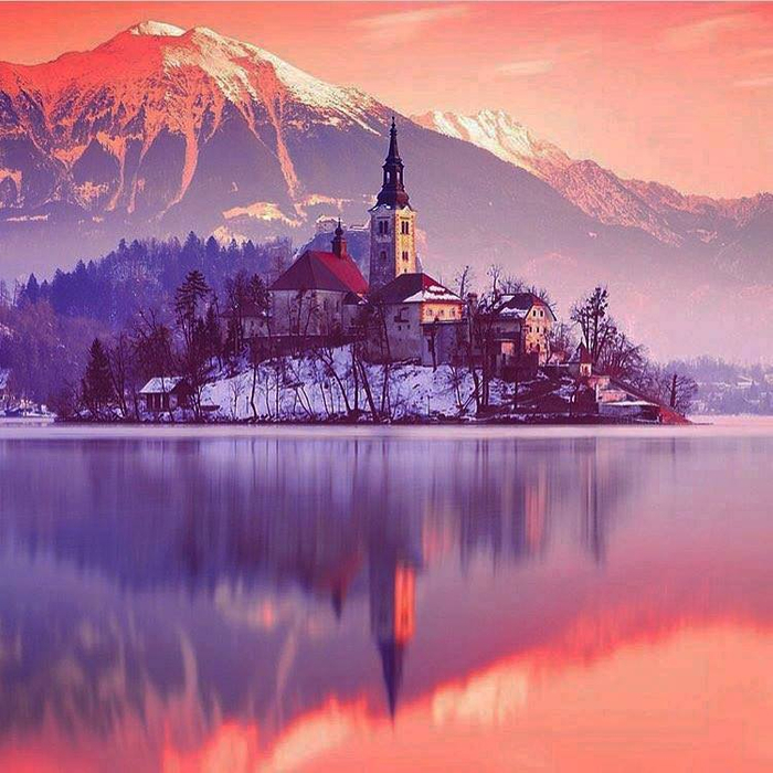 001_Stunning Bled in Slovenia (700x700, 463Kb)