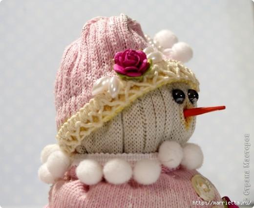 Очень симпатичный снеговичок из носков (6) (520x426, 104Kb)