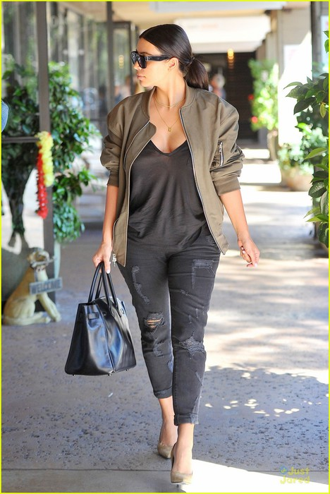 kim-kardashian-definitely-wants-one-more-child-with-kanye-west-09 (468x700, 93Kb)