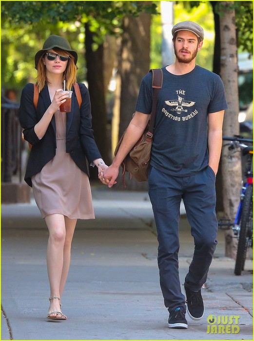 emma-stone-andrew-garfield-hold-hands-new-york-01 (521x700, 90Kb)