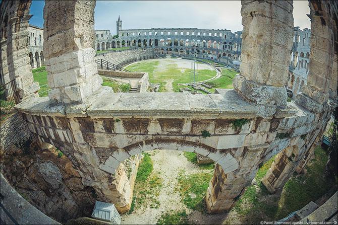 амфитеатр в пуле хорватия фото 5 (670x447, 361Kb)