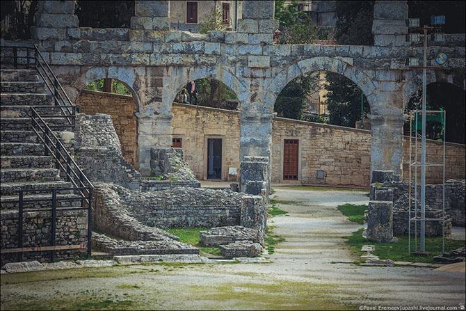 амфитеатр в пуле хорватия фото 9 (670x447, 349Kb)