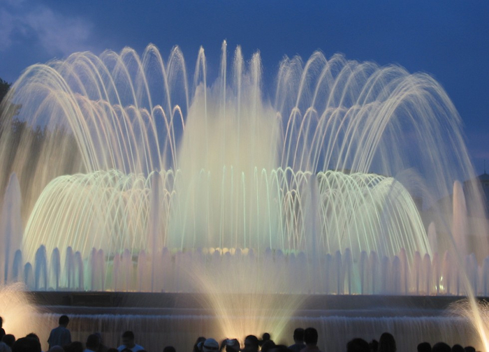 The-Magic-Fountain-of-Montjuic-Barcelona (700x504, 300Kb)