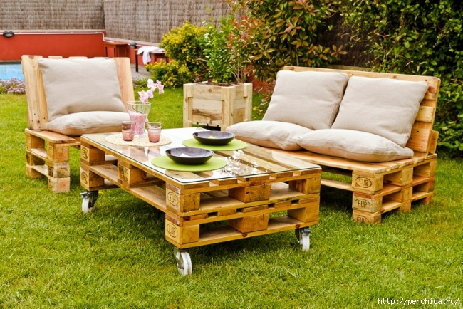 4979645_DIYgardenfurniturewoodenpalletschairscoffeetable (650x434, 317Kb)