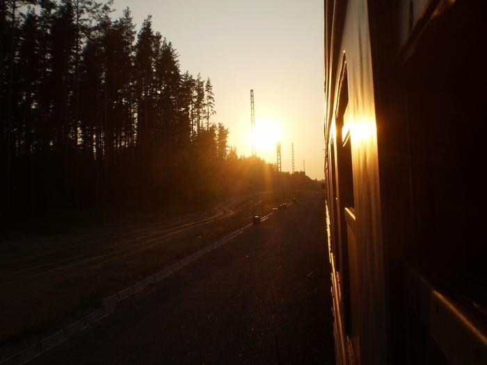 закат солнца из окна электрички (700x525, 112Kb)