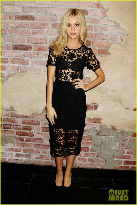 nicola-peltz-switches-it-up-for-transformers-after-party-01 (468x700, 109Kb)