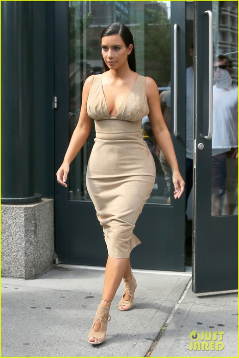 Kris Jenner Rocks Platinum Blonde Hair Like Kim Kardashian