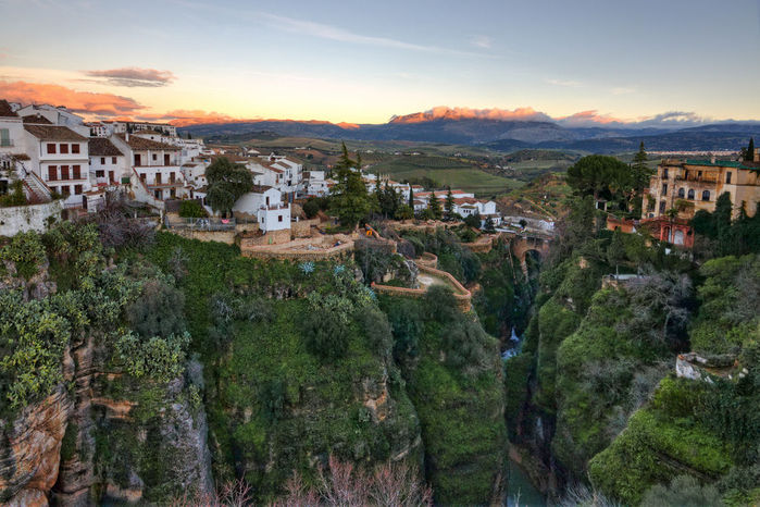 Mountain_City_of_Ronda_1 (700x466, 92Kb)