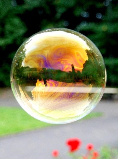 soap_bubble__by_monnaie-1 (400x539, 47Kb)