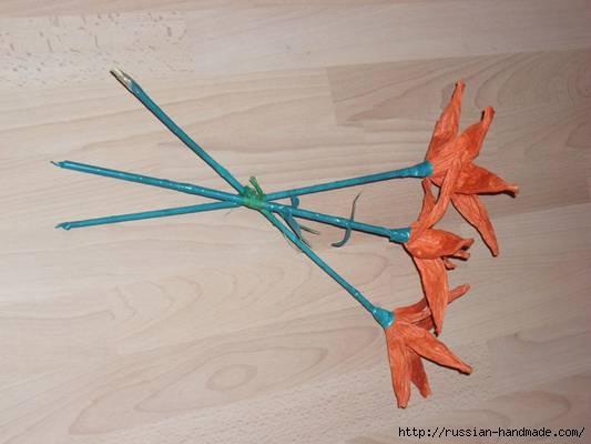 Оранжевые лилии из бумажной рафии (5) (533x400, 80Kb)