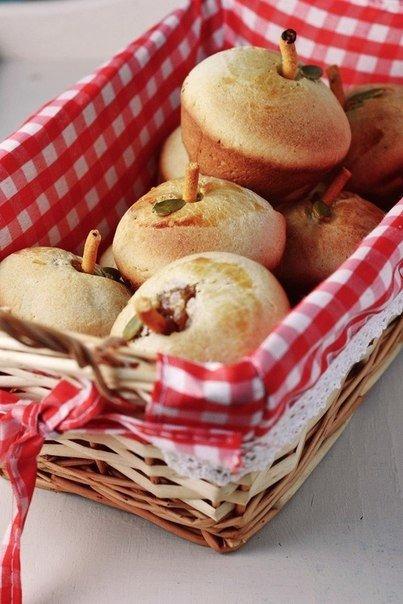 Сладкие яблочные пирожки (403x604, 58Kb)