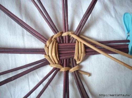 Плетение из газет. Мастер-классы по плетению корзинок и вазочек (20) (504x374, 111Kb)