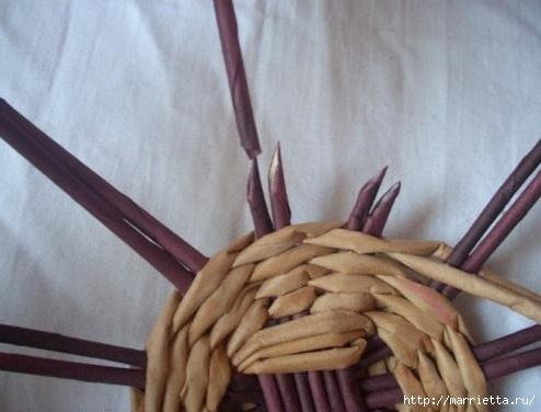 Плетение из газет. Мастер-классы по плетению корзинок и вазочек (22) (494x376, 96Kb)