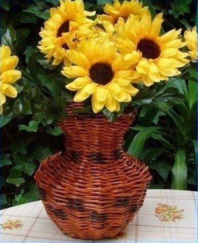 Плетение из газет. Мастер-классы по плетению корзинок и вазочек (34) (391x479, 210Kb)