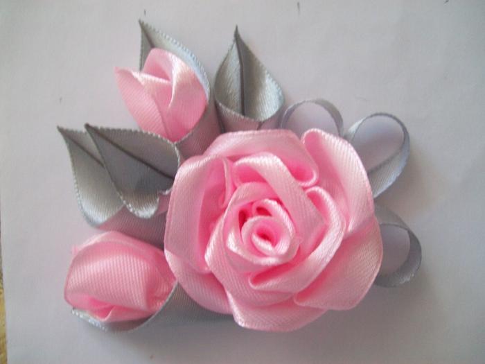 Простые розы из атласных лент мастер класс