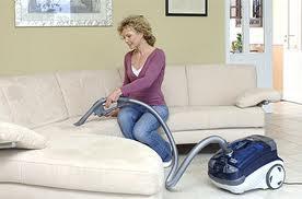 Удаляем пятна на мягкой мебели в домашних условиях.