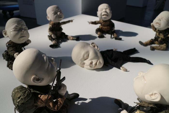 скульптуры из фарфора Джонсон Цанг 2 (700x466, 248Kb)