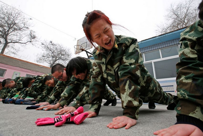лагеря для интернет-зависимых детей в китае 2 (700x468, 315Kb)