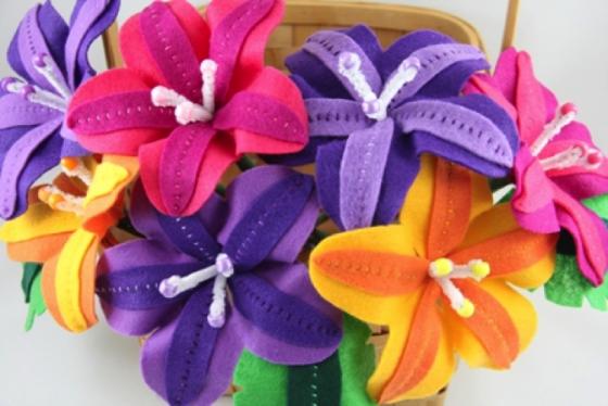 Радужные цветочки из фетра (10) (560x374, 355Kb)