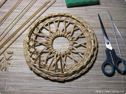 Ажурная крышка для шкатулки из газетных трубочек. Мастер-класс (20) (520x390, 147Kb)