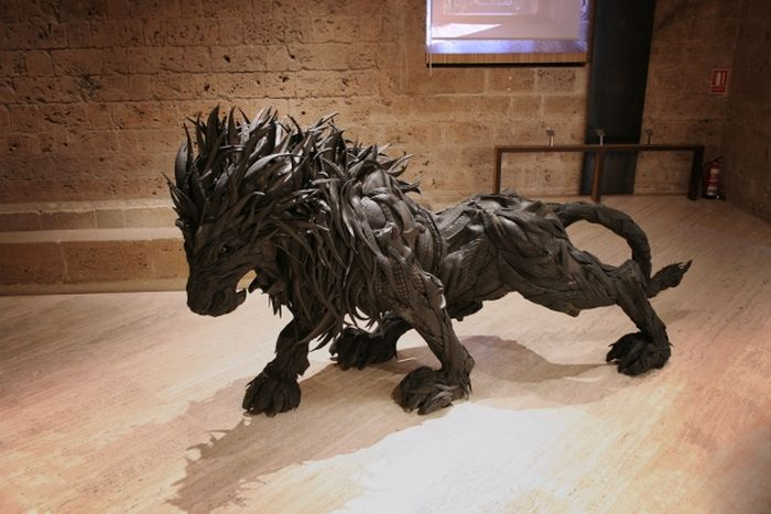 mutant_animal_sculptures_made_from_old_tires_18 (700x467, 216Kb)