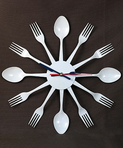 Часы на кухню своими руками из ложек 10