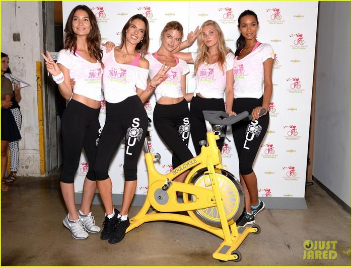 victorias-secret-angels-go-cycling-for-pelotonia-10 (700x531, 113Kb)